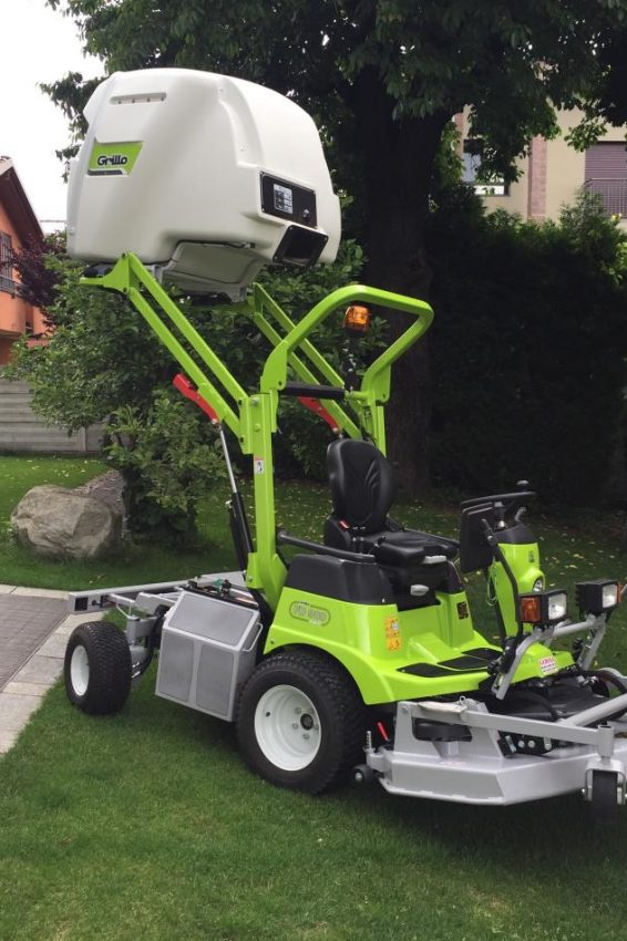 Trattorino tosaerba Grillo FD 900 4WD - Gerosa Antonio noleggio